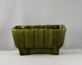 Beautiful Stylish Avocado Green Ribbed Mid Century Scalloped Planter with an X Pedestal Base Unmarked American Pottery