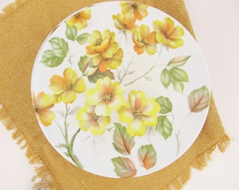 Eight, Large 'Texas-Ware' Plates - Mix and Match  - Yellow Primrose Flowers With Red/Green Leaves - Dinner Plates - Melmac Mix and Match