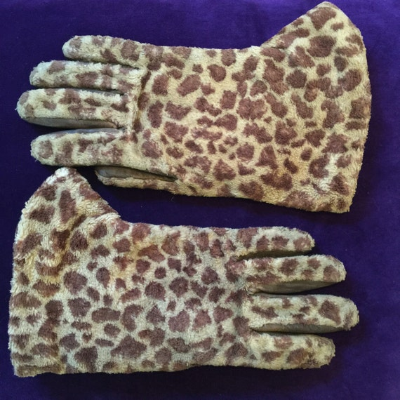 Vintage leather and fur gloves faux furry leopard print leather gauntlets bear paw style big winter 1950s brown animal print ladies 7