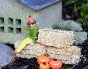 Miniature Hay Bale Straw   Fairy Garden   Dollhouse Accessory   Fall  Halloween Craft Supply Terrarium