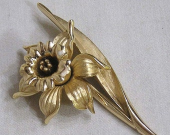 ON SALE Vintage Signed TRIFARI Figural Daffodil Goldtone Brooch