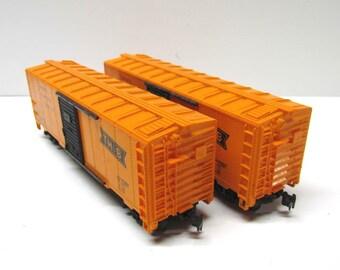 2 Vintage HO Scale Box Cars, Toronto Hamilton Buffalo - Collectible Train Cars