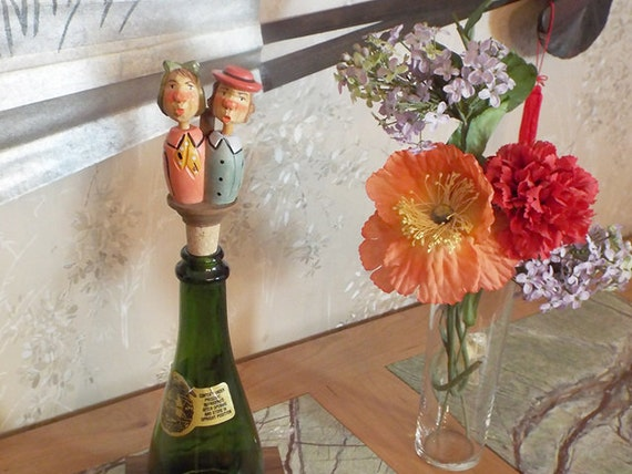 "14 - Wine Stopper, ""Kissing Couple"""