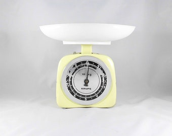 Vintage Rustic Yellow-White Scales