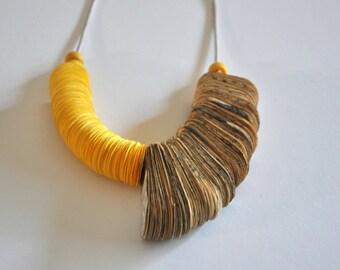 Paper necklace. Half Fan.