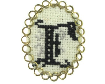 """Vintage needle Point  Pointe  Monogram Initial  """"E"""" Gold Tone Cameo Pin Brooch"""