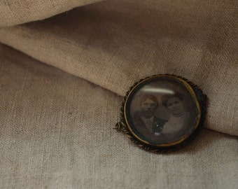Victorian Tintype Photo Mourning Brooch, Tintype of Couple, Mourning type or Love Token Pin
