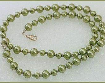 ON SALE Vintage Sea Foam Green Glass Beaded Necklace