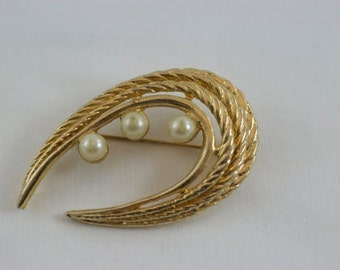 Vintage Gold & Faux Pearl Rope Brooch