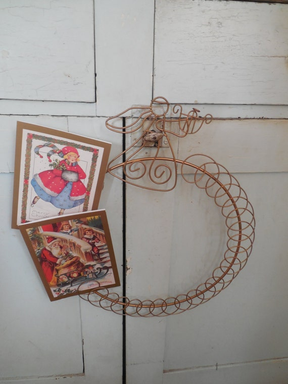 Wire christmas card holder angel wreath for Door xmas card holders
