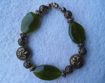 Handmade green bracelet Fleur de Lis Bracelet gold bracelet green beaded bracelet gold beaded bracelet Tillie's