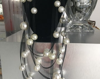 Loose Pearls on Mesh Necklace