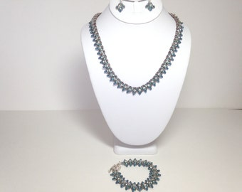 Very pretty bead woven jewelry set.  Marie Antoinette colors