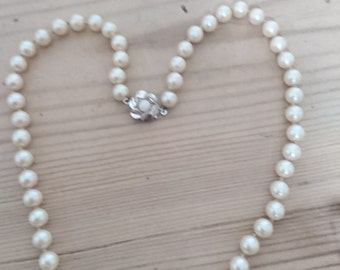 Vintage Pearl necklace with sterling silver clasp
