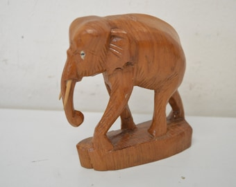Wood elephant from Thailand 1970s 10x12x5cm