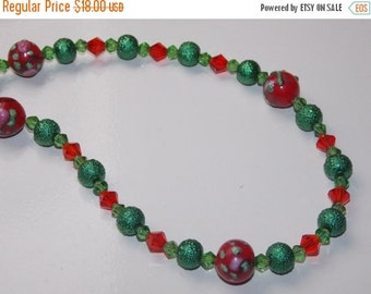 25%OFF Red and Green Christmas Lampwork Necklace