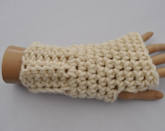 Ladies chunky cream crocheted fingerless gloves, mittens