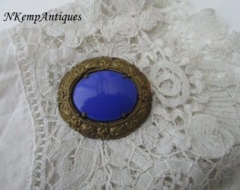 1930's glass brooch