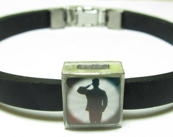 Military Saluting Soldier Link With Choice Of Colored Band Charm Bracelet