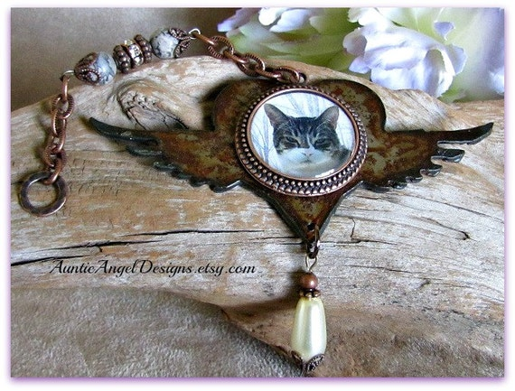 Angel Wings Pet Photo Ornament, Custom Cat Ornament, Cat Memorial, Personalized Family Pet Ornament, Rusty Metal Angel Wings, Death of Cat