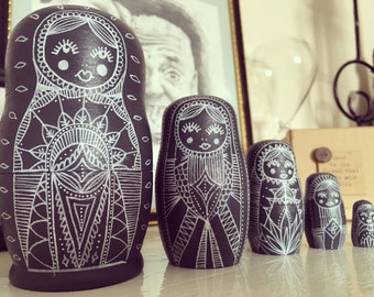 Large grey Russian doll set