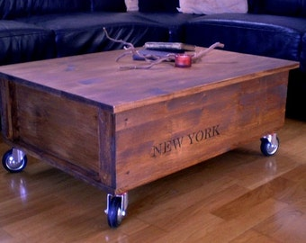 Coffee table in the industrial look with roles NEW YORK *.