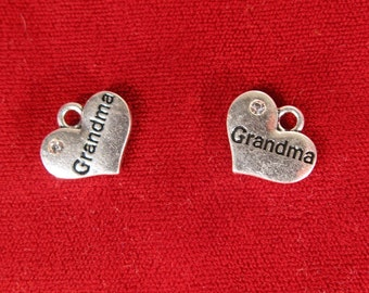 "BULK! 15pc ""Grandma"" charms in antique silver style (BC1063B)"