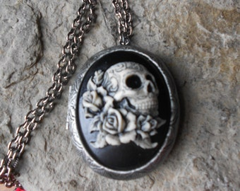 """CAMEO LOCKET-- Skull and Roses - Hand Painted -  2"""" long--- Bronze - Antique Look--- Great Quality!!"""