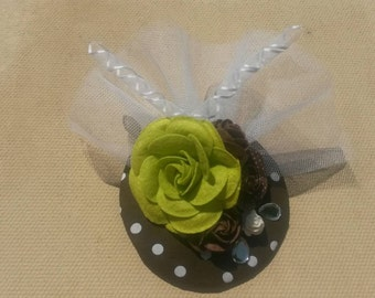 Rockabilly- flowers. Green(lime) and brown flowers/ rose. Polka dot FASCINATOR/ hair clip
