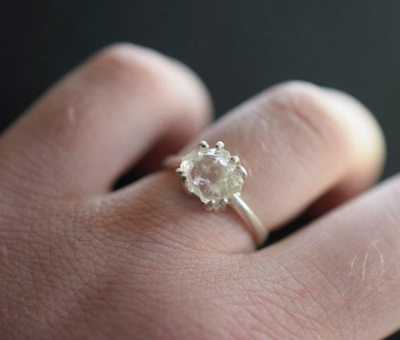 simple engagement ring modern stylish trendy