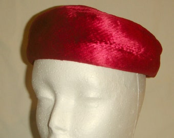 Red Velvet Beret 1950s Vintage From Museum Collection Screen Vogue inv1537