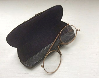 Antique VICTORIAN Rolled Gold PINCE NEZ Glasses in original leather box