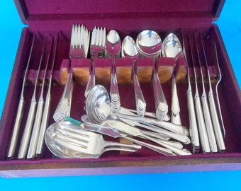 NATIONAL SILVER Co. SERVICE Set of 8 Eight 824136 Triple Plate Plus Wood Dovetailed Anti Tarnish Case Serving Pieces Antique Silverware