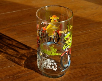 Vintage 1981 The Great Muppet Caper! Collectable Movie Drinking Glass - Jim Henson, Muppets on Bicycles