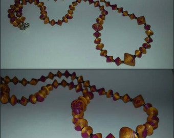 MEDIUM LONG NECKLACE IN POLYMER CLAY, GOLD/FUCHSIA