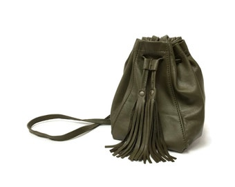 Bucket bag in olive green leather // Fringe bag // mini crossbody bag with tassels