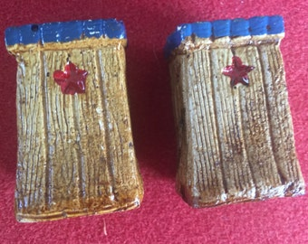 Vintage ceramic outhouse salt and pepper shakers