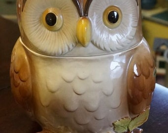 Ceramic; Owl Cookie Jar; By Otagari Japan; 1981; Approx. 6 x 9 Inches; Nice Condition !!!!