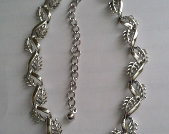 Clearance Vintage CORO Silver Tone Leaf Leaves Pattern Choker Necklace