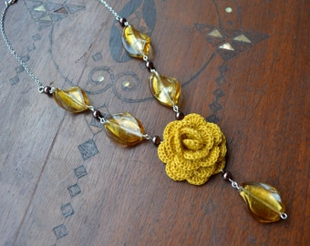 Ocher crochet necklace with glass beads and pendant, beaded necklace, bridesmaids jewelry, Murano glass beads, romantic bijoux, rose pendant