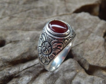 Silver ring bali carving motif with carnelian stone