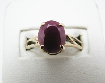 Beautiful 14k Yellow Gold Oval Ruby Ring