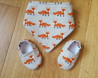Baby dribble bib, fox baby shoes, drool bib, fox dribble bib, fox baby bib, fox print, baby shower gift idea, baby shoes, bandana bib, foxy