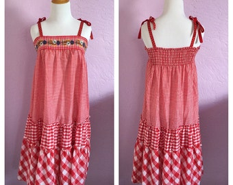 Vintage Young Edwardian Brand Sundress. Vintage Gingham Sundress. Vintage Boho Sundress. Gingham Sundress with Embroidered Flowers.