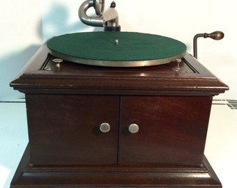 Antique Victor Table Top Victrola Model VV-VI in Rare Mahogany Wood