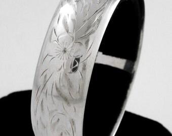 c.1940 - LADYE FAYRE - Vintage Engraved Sterling Silver Bracelet / Bangle