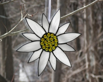 Stained Glass Flower White, Stained Glass Suncatcher, Stained glass Daisy, Glass flower, White flower, Flower Suncatcher