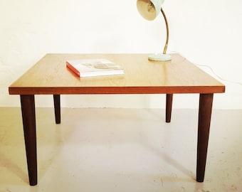 Coffee table in teak.