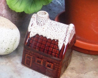 Little Ceramic House with Chimney / Vintage Ashtray / Incense Burner