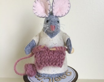 Knitting mouse